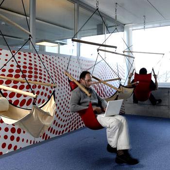 Удовлетворенность сотрудников рабочими местами – важное условие успеха, и в Google это хорошо понимают.