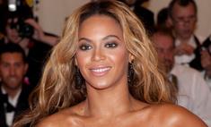 В сети спорят, на чем держится «голое» платье Бейонсе
