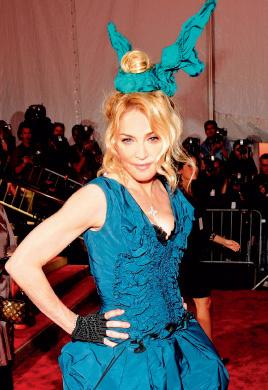 Мадонна с «ушками» у Louis Vuitton
