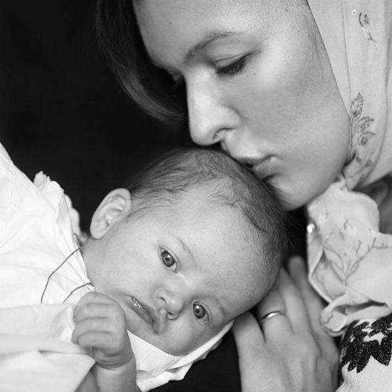 фото с крестин дочери Милы Йовович 2015
