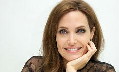 Старший сын Анджелины Джоли уже встречается с девушкой
