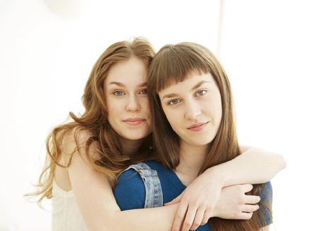 Портрет двух девушек