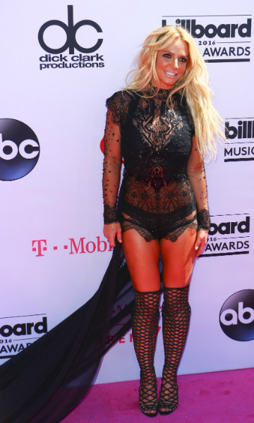 Бритни Спирс приехала на церемонию в нижнем белье