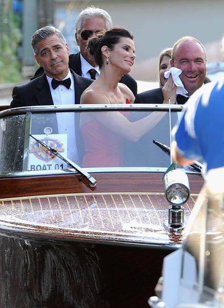 Джордж Клуни прибыл на ковровую дорожку