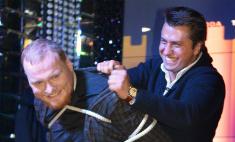 Павел Прилучный научился глотать иголки