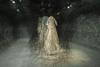 Инсталляция Тихару Сиота (Chiharu Shiota)