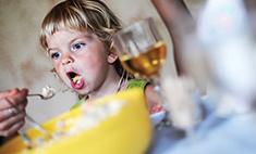 Ребенок ест руками! Что делать?