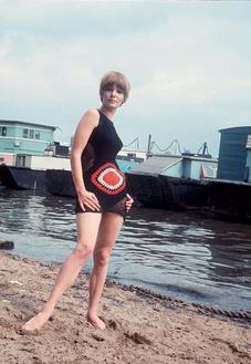 Модель в платье-купальнике Biba, 1967 год.