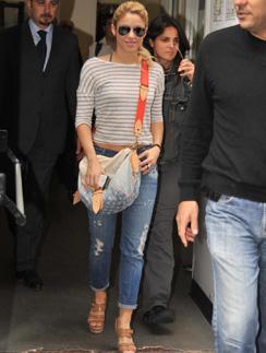 Шакира (Shakira) обожает вместительные сумки