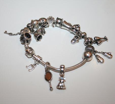 Елена Ваенга показала коллекцию модных браслетов