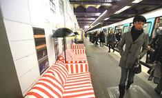 В парижском метро установили диваны