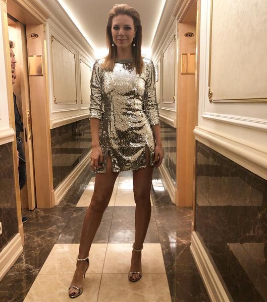 Наталья Подольская выступила в Кремле в блестящем экстра-мини