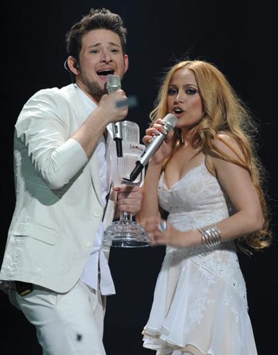 """Никки и Элль покорили """"Евровидение-2011"""" трогательным выступлением."""