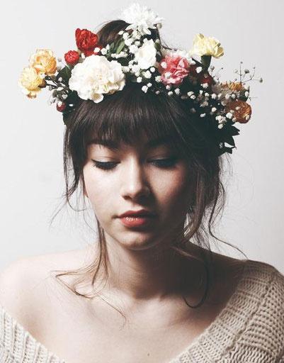 Ободки и повязки, украшенные цветами, особенно актуальны в сезоне весна-лето 2013