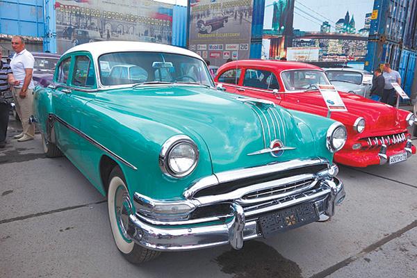 Выставка ретроавтомобилей, фото