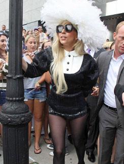 Леди ГаГа (Lady GaGa) всегда отличалась эпатажным стилем