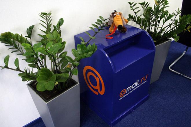 Весь офис выполнен в фирменном цвете Mail.ru – синем.