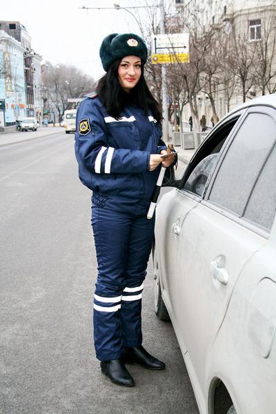 22-летняя сотрудница ГИБДД Дарья Язева пришла в милицию из-за формы. Ей с детства нравились фасон и цвет!