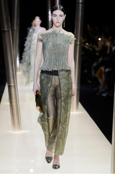 На Неделе высокой моды в Париже прошел юбилейный показ Giorgio Armani Prive | галерея [1] фото [18]