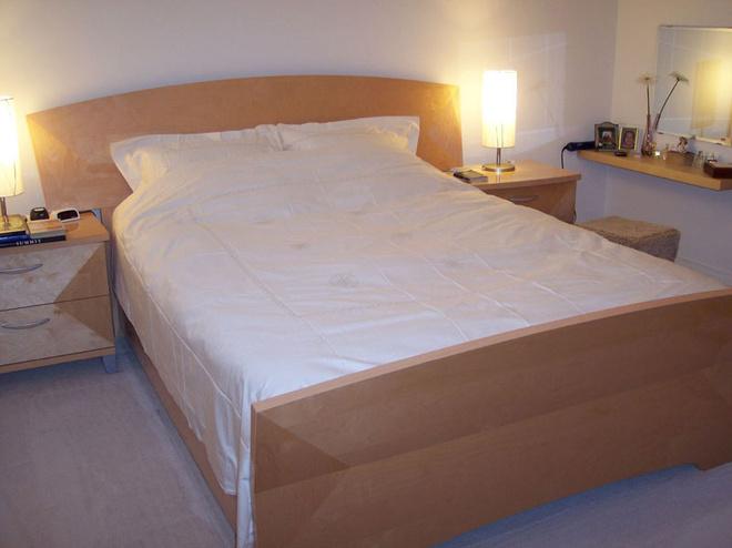 В этой спальне обстановка почти идеально соответствует принципам Фэн Шуй.