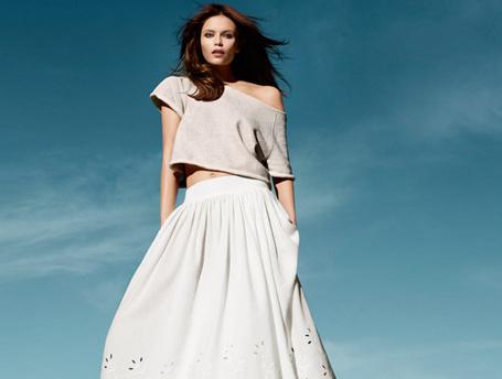 C чем носить: белая юбка