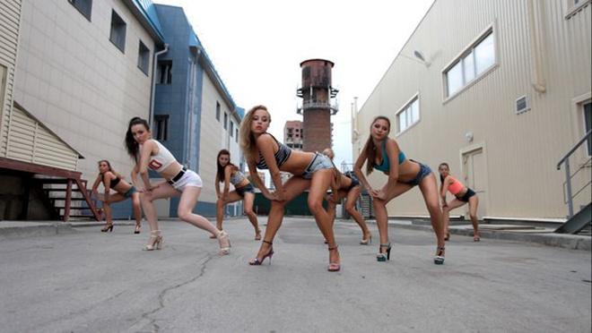 Кадр из нового клипа танцующих сибирячек