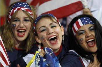 Американки добрались до ЮАР, чтобы узнать, что американский футбол и «соккер» - абсолютно разные вещи.