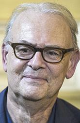 Французский писатель Патрик Модиано, автор 30 романов, удостоенный еще в 1978 году престижной Гонкуровской премии. В 2014 году он стал лауреатом Нобелевский премии. Российскому читателю знакомы несколько его книг, одна из лучших – «Дора Брюдер» (1997).