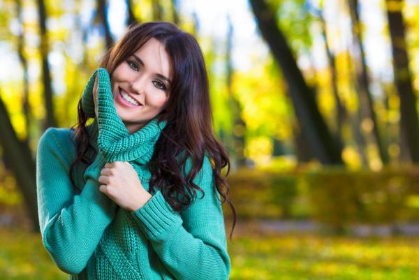 Вязаный свитер модели