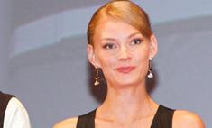 Светлана Ходченкова шокировала глубоким декольте