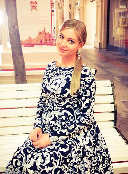 Кристина Асмус в платье с принтом