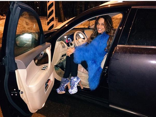 У Алены Водонаевой угнали автомобиль