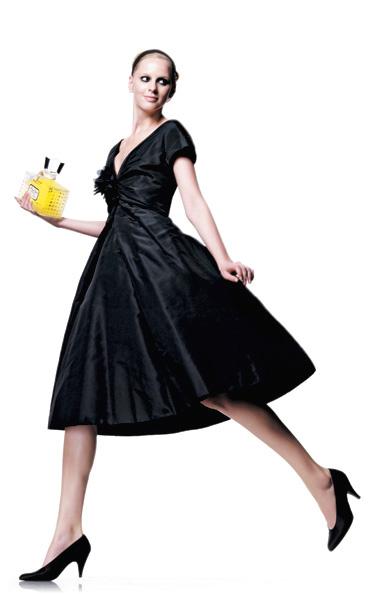 1956 Christian Dior. Коллекция haute couture осень—зима Коктейльное платье из фая, туфли-лодочки из телячьей кожи, флакон духов Miss Dior.