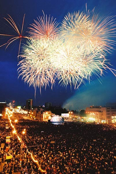 Салют на Театральной площади в Ростове