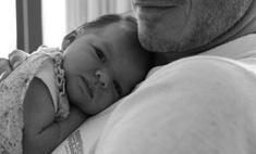 Милота дня: Дэвид Бекхэм с новорожденной дочкой