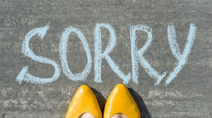 Что заставляет женщин все время просить прощения