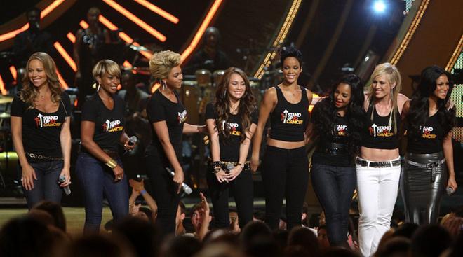 Главным событием шоу стала песня «Just Stand Up», которую вместе исполнили главные дивы шоу-бизнеса