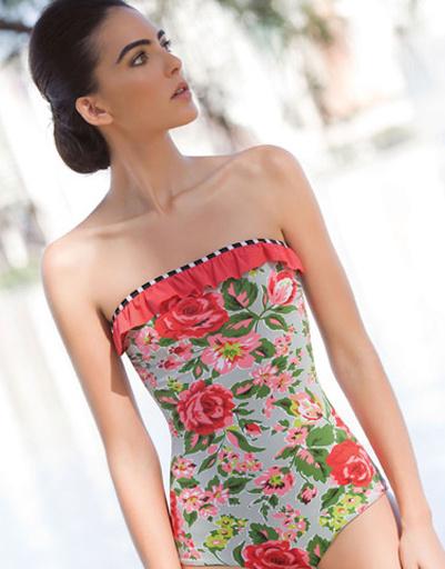 Винтажный цветочный принт украшает многие модели купальников.