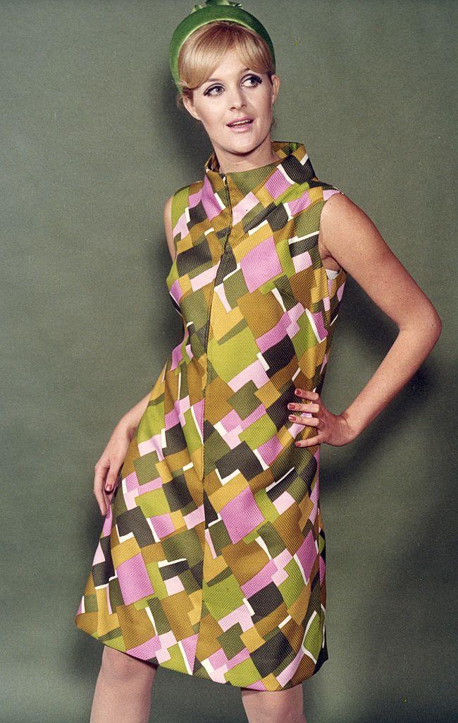 винтажный стиль в одежде у девушки