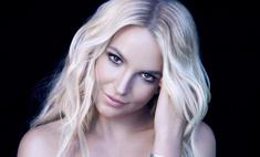 Бритни Спирс удивила снимком в пошлом розовом микроплатье