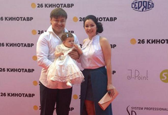 Любовь Тихомирова с семьейфото