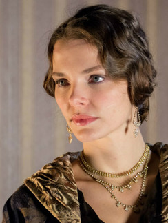 У Елизавета Боярская есть эротические фотографии. Выложены на Starsru.ru
