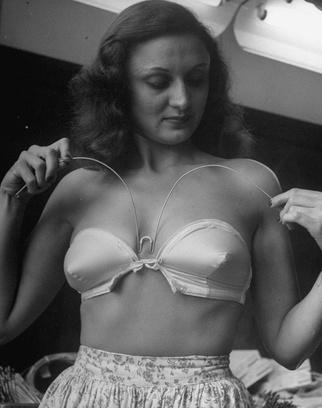 Бюстгальтер, 1946 год