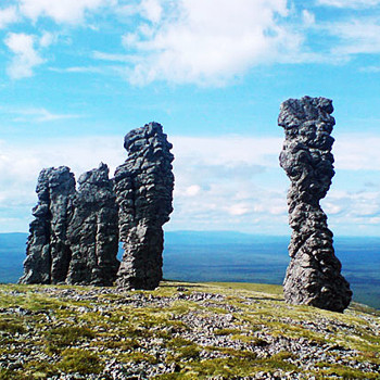 Когда-то эти природные изваяния были объектами культа древних манси, и по сей день они окружены ореолом легенд.