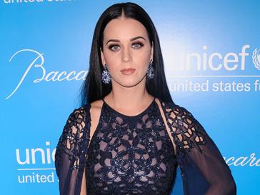 Кэти Перри (Katy Perry) не может обойтись без корректирующего белья