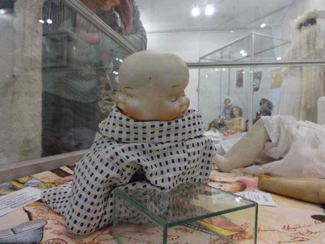 В Волгограде открыта выставка антикварных кукол из частной коллекции искусствоведа Марины Политовой.