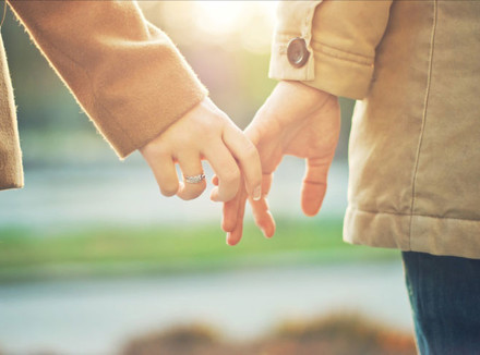 Holding hands in dating rut