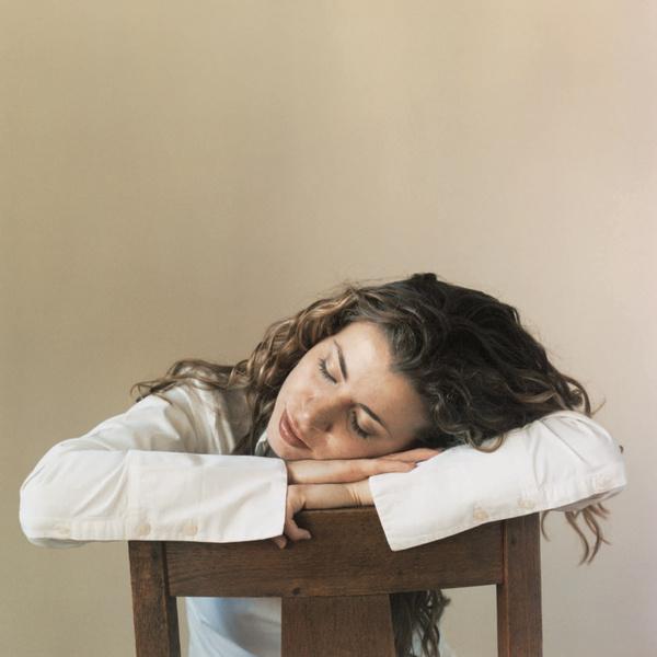 Нарушения сна – и причина, и следствие усталости.