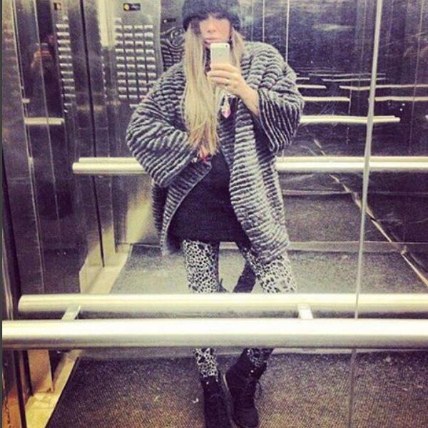 Айза Долматова распродают свою коллекцию шуб