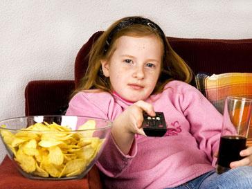 Страдающих ожирением детей хотят отбирать у родителей
